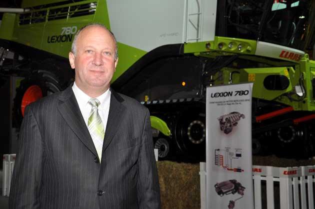 Reynaldo Lexion 03 opt Se presentó en Palermo la cosechadora más grande del mundo