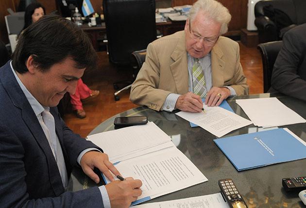 acuerdo opt CLAAS colaborará en la formación de docentes y alumnos de escuelas rurales