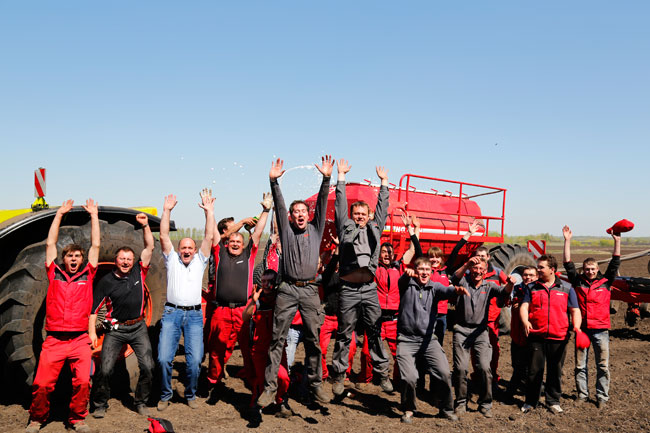 nota 2  17C1555 650 Nuevo récord mundial en plantación de maíz