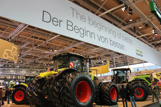 tractor 2 opt CLAAS sí es profeta <br> en su tierra