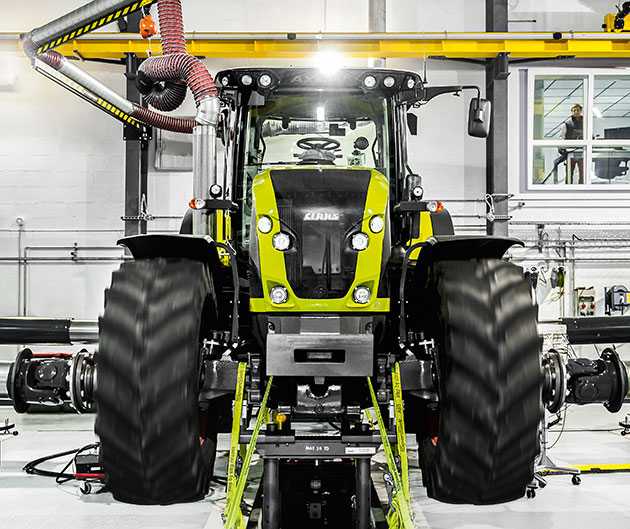 tractor opt1 CLAAS reporta ventas estables y ganancias
