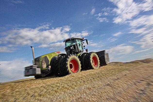 xerion 3 opt La versatilidad de un tractor expresada en términos forrajeros