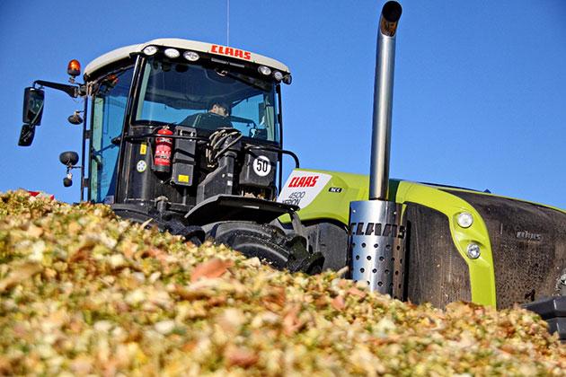 xerion opt La versatilidad de un tractor expresada en términos forrajeros